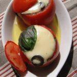 Pomidorai įdaryti mozarela ir šonine