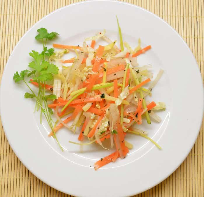Rytietiškos daržovių salotos