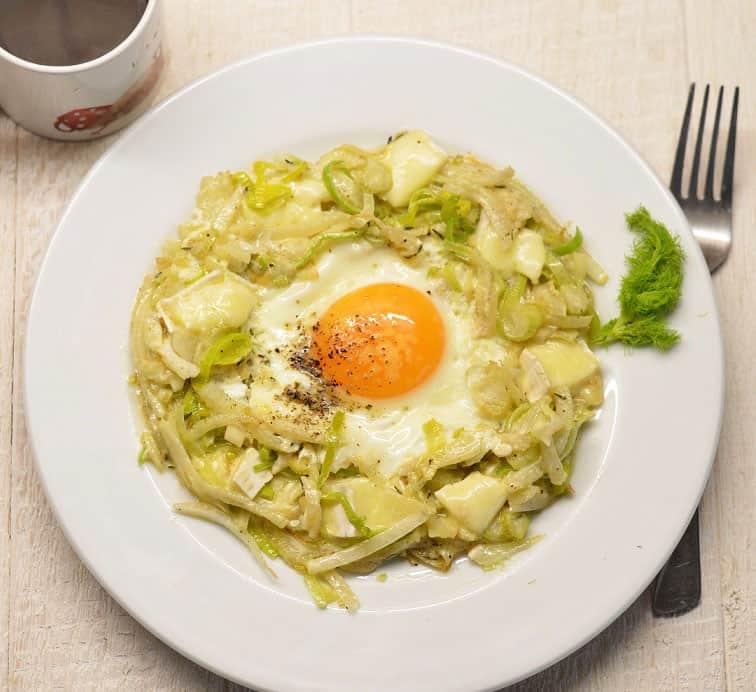 Kepti kiaušiniai su pankoliu ir Bie sūriu
