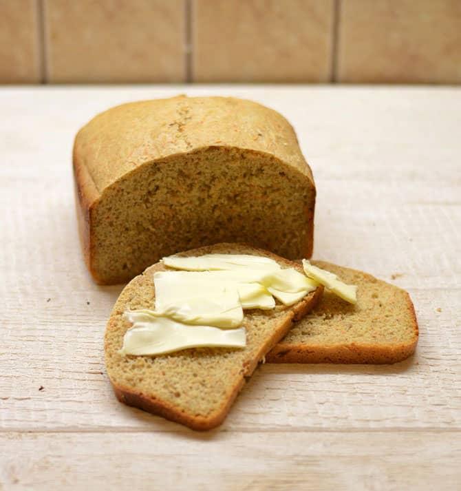 Duona su morkomis ir pankoliais