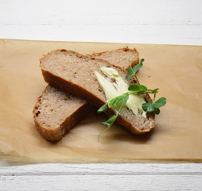 Duona su tiponambais ir riešutais