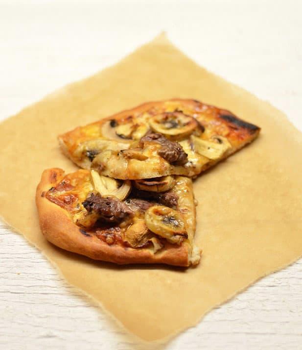Pica su marinuota jautiena ir bananais