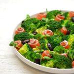 Brokolių salotos su lašiša