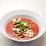 Trinta burokėlių sriuba su gorgonzolos sūriu ir saulėgrąžų daigais