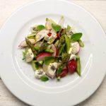 Pavasarinės salotos su šaparagais ir ožkos sūriu