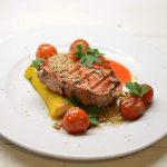 Keptas tuno kepsnys su daržovėmis