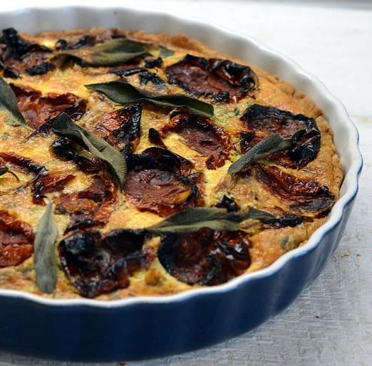 Keptų pomidorų ir sūdyto sūrio pyragas (qiuche)