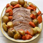 Orkaitėje kepta kiaulienos sprandinė su daržovėmis