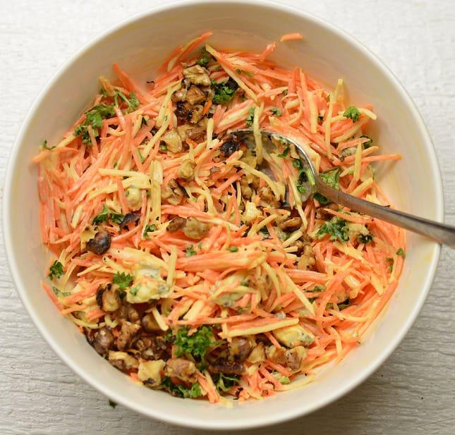 Salotos su morkom, salierais ir gorgonzolos sūriu