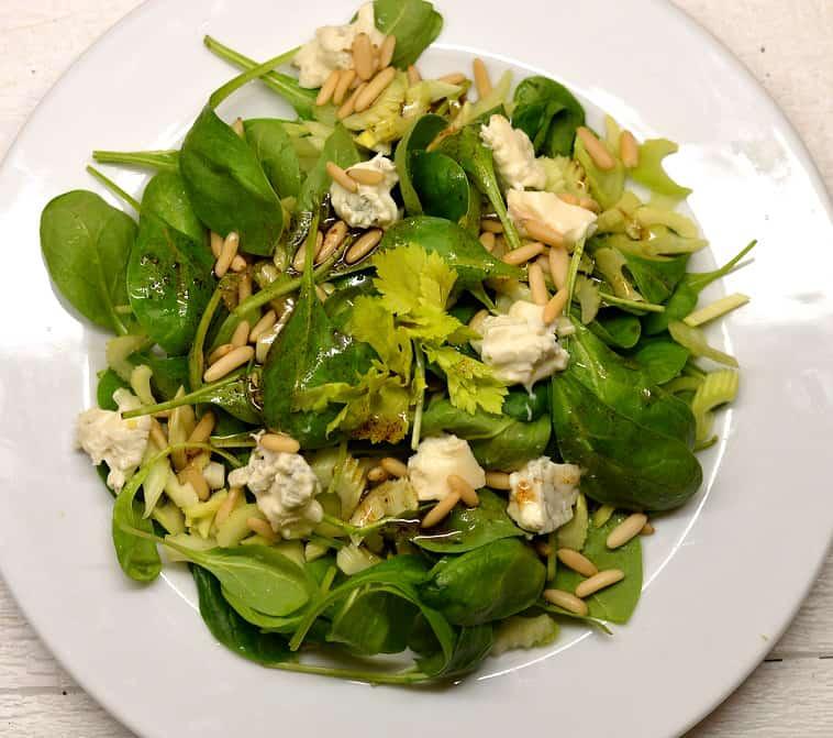 Špinatų salotos su gorgonzola